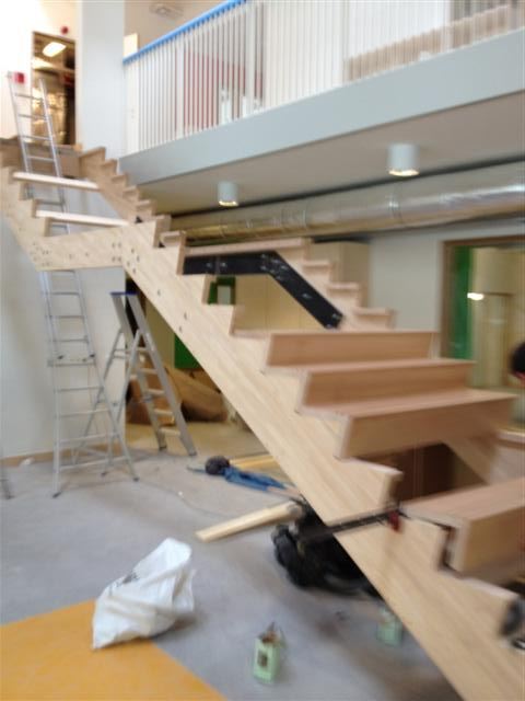 Cp trappen moderne trappen for Houten trap buiten